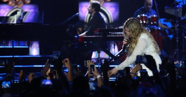 Em gravação de DVD, Marília Mendonça mostra por que é sertaneja mais tocada