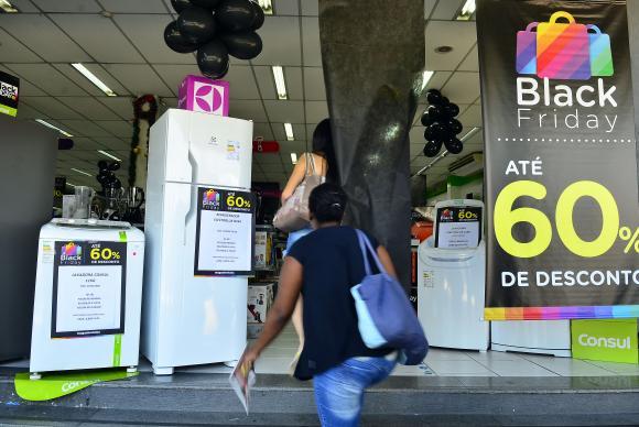 Comerciantes mostram mais confiança na economia, mas mantêm cautela (Arquivo/Rovena Rosa/Agência Brasil).