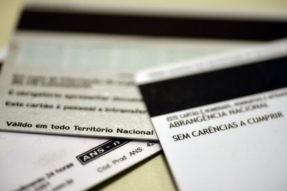 Senado aprova fim de carência de planos de saúde para emergência Medida ainda depende da Câmara dos Deputados