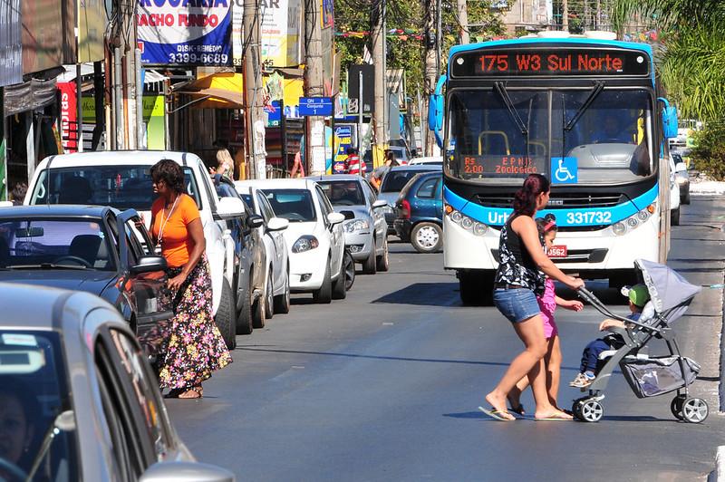 Ônibus circulam com escala de domingo na sexta-feira santa
