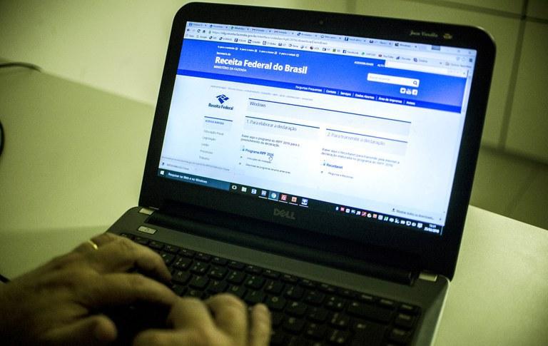 Regularização pode ser feita online no site da Receita Federal - Foto: Marcelo Camargo/Agência Brasil