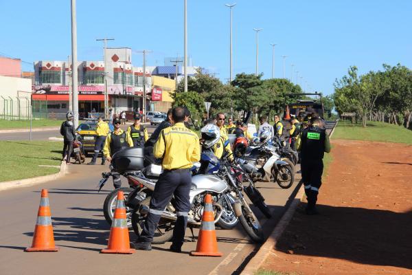 Fiscalização do Detran- DF apreende 12 motocicletas em Taguatinga