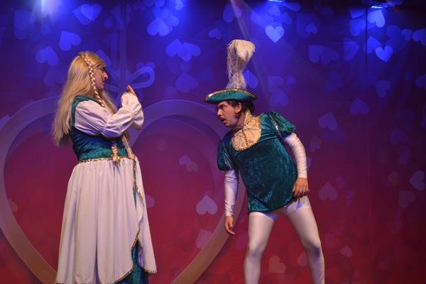 Espetáculo 'Amar é Brega', em cartaz no Teatro Marista